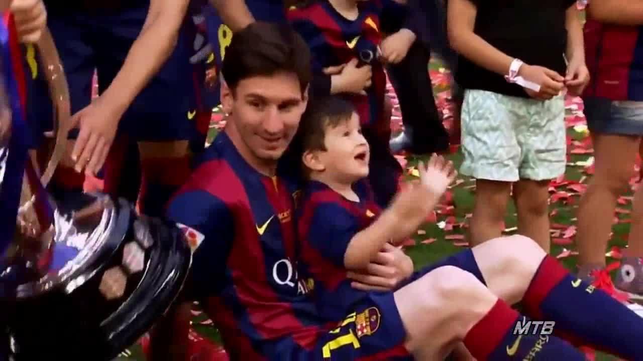 Messi vỗ về con trên sân cỏ