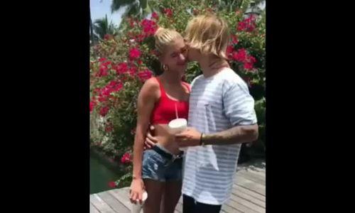 Justin Bieber hôn Hailey Baldwin ở Bahamas