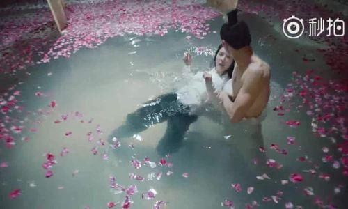 Cảnh Dương Mịch âu yếm mỹ nam dưới nước làm khán giả bật cười
