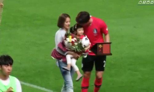 Con gái Han Hye Jin - Ki Sung Yeung lần đầu lộ diện