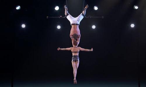 Thí sinh nhào lộn trượt tay ngã trên sân khấu America's Got Talent