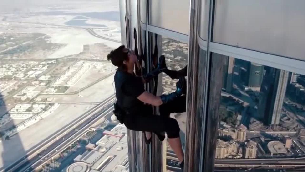 Tom Cruise leo lên tòa nhà Khalifa