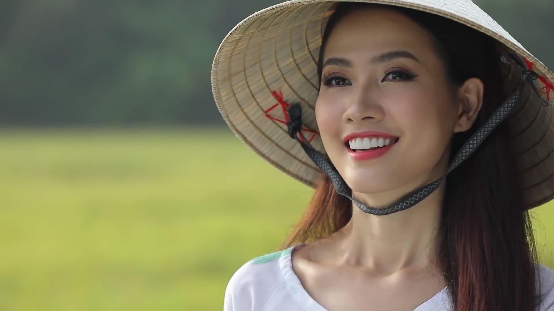 Phan Thị Mơ giới thiệu vẻ đẹp miền Tây khi thi hoa hậu du lịch