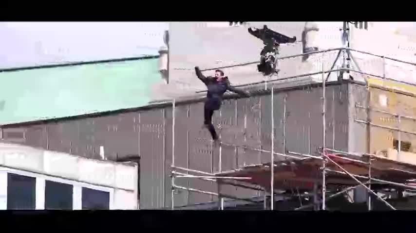 Tom Cruise chấn thương khi nhảy trong Mission Impossible 6