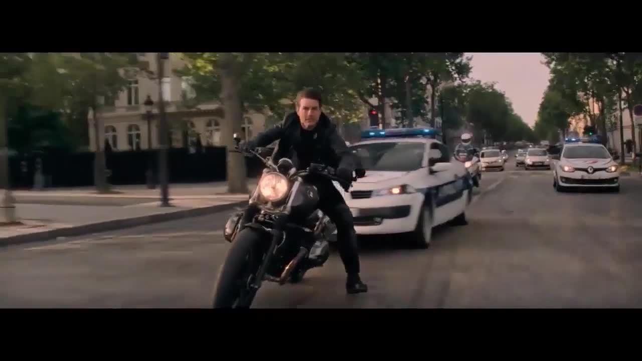 Tom Cruise chạy trốn bằng mô tô ở Mission Impossible 6