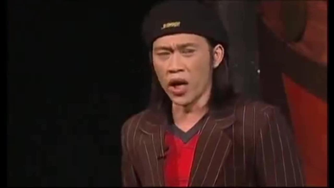 Hoài Linh trong vở 'Cướp biển Cà ri bê' năm 2007 ở sân khấu Nụ Cười Mới.