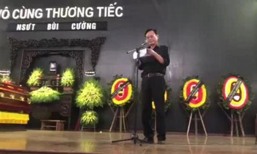 Nghệ sĩ Hữu Mười đọc điếu văn trong tang lễ Bùi Cường