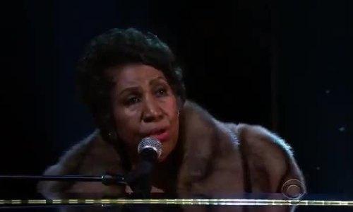 Aretha Franklin hát 'A natural woman' năm 2015