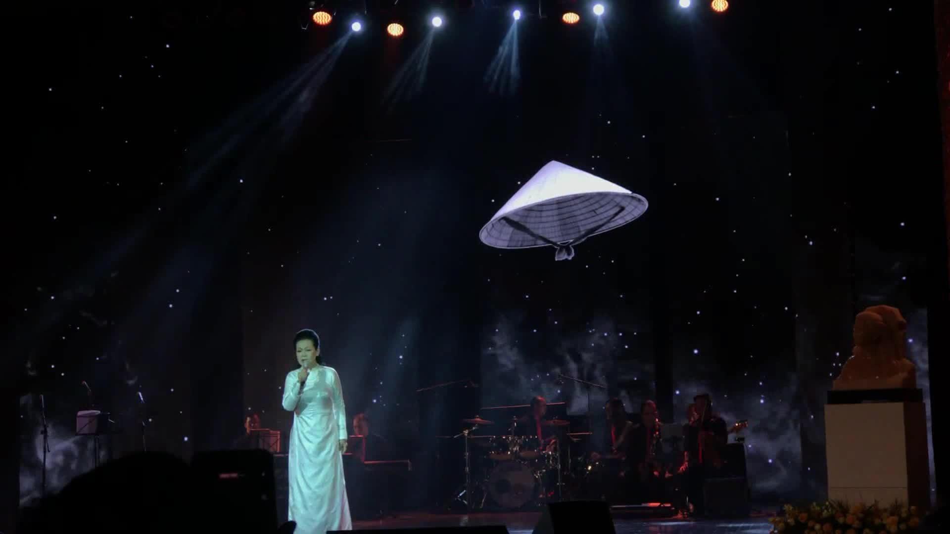 Khánh Ly: 'Nghe nhạc Trịnh Công Sơn, tôi không còn tuyệt vọng'