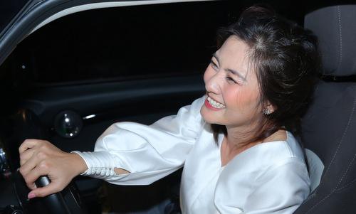 Ngọc Lan khóc khi chồng tặng ô tô tiền tỷ ngày sinh nhật