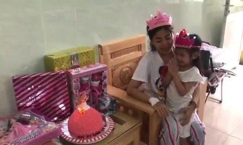 Mẹ con Mai Phương mừng sinh nhật