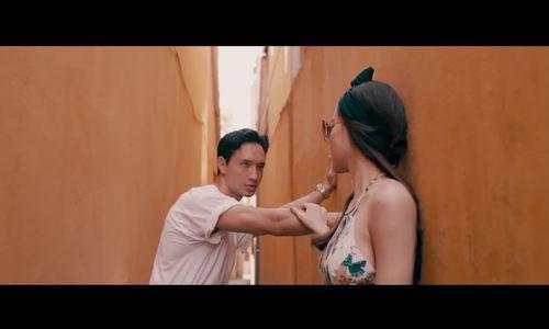 Các cảnh nóng trong MV Hà Hồ