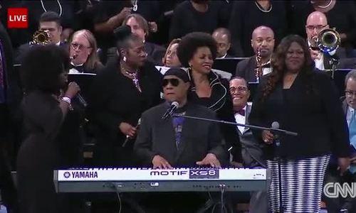Stevie Wonder biểu diễn ở đám tang Aretha Franklin