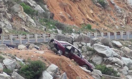 'Hậu duệ mặt trời' Việt hé lộ cảnh treo xe hơi vách núi