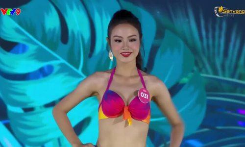 Huỳnh Phạm Thủy Tiên diễn bkini