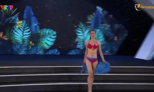 Trần Tiểu Vy trình diễn bikini