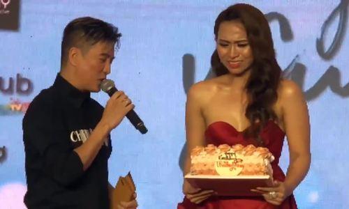 Học trò Đàm Vĩnh Hưng khóc khi anh bất ngờ mừng sinh nhật cô