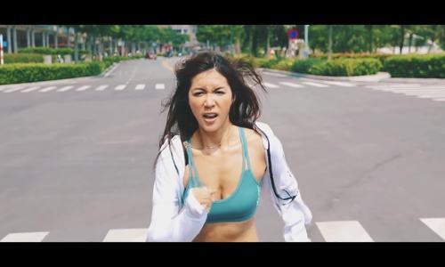 Clip Minh Tú tập thể dục
