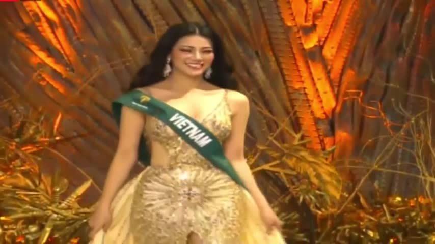 Phương Khánh diễn áo tắm, váy dạ hội trong chung kết Miss Earth
