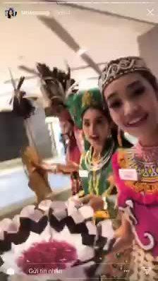 Hoa hậu Tiểu Vy múa chầu văn tại Miss World