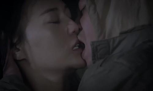 """Nụ hôn giữa Cảnh và Quỳnh trong """"Quỳnh Búp Bê"""""""