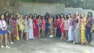 Tiểu Vy đi tham quan đảo tại Miss World