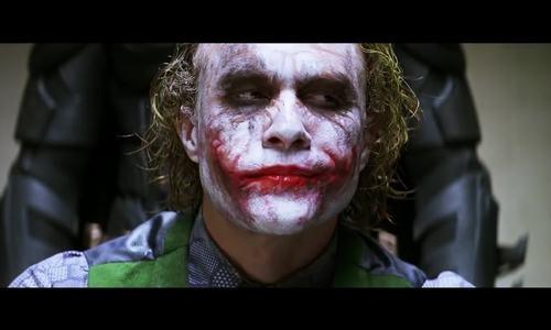 Cảnh Batman thẩm vấn Joker