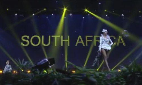 Hoa hậu Nam Phi trình diễn trang phục dân tộc