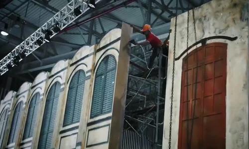 Hậu trường dựng sân khấu show Thu Đông 2018 Đỗ Mạnh Cường