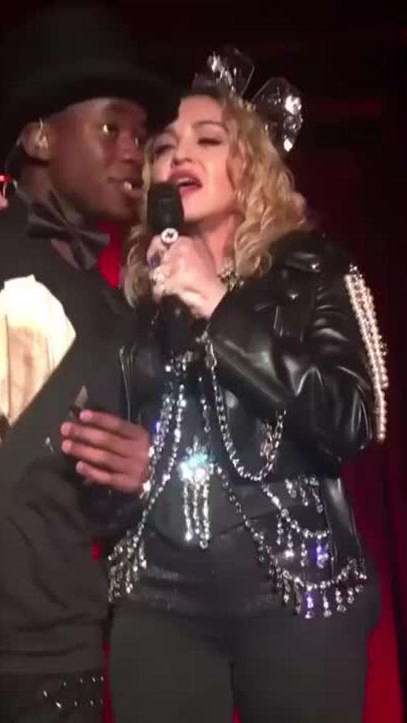 Madonna hát đêm giao thừa ở quán bar đồng giới