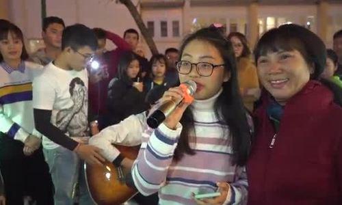 Phương Mỹ Chi hát quyên góp từ thiện