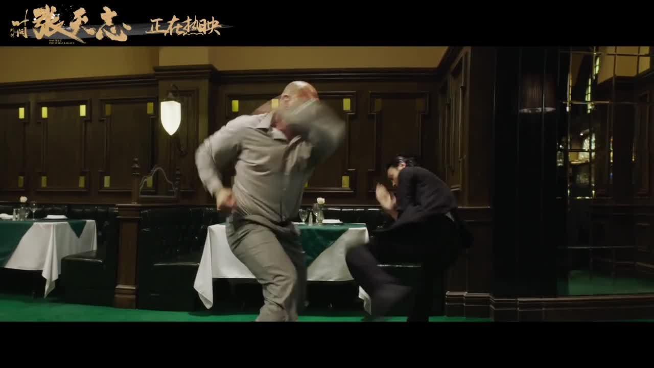 Trương Tấn đấu võ sĩ đô vật