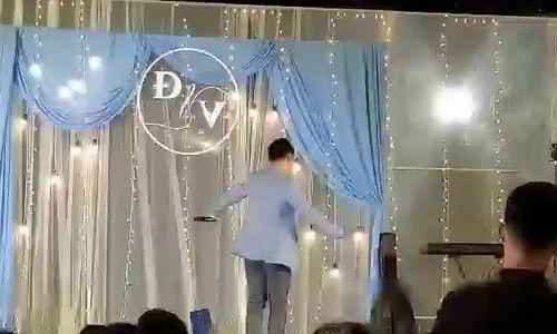 Tiến Đạt hát, nhảy trong đám cưới