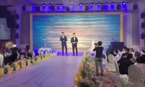 Lê Hiếu hát cùng đồng nghiệp trong lễ cưới