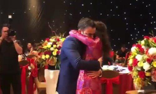 Võ Hạ Trâm hát ca khúc Ấn Độ tặng chồng trong đám cưới