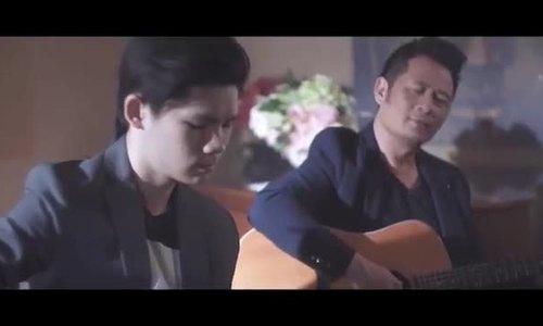 ' Người đứng sau hạnh phúc' (sáng tác: Hamlet Trương) do Bằng Kiều hát cùng con trai