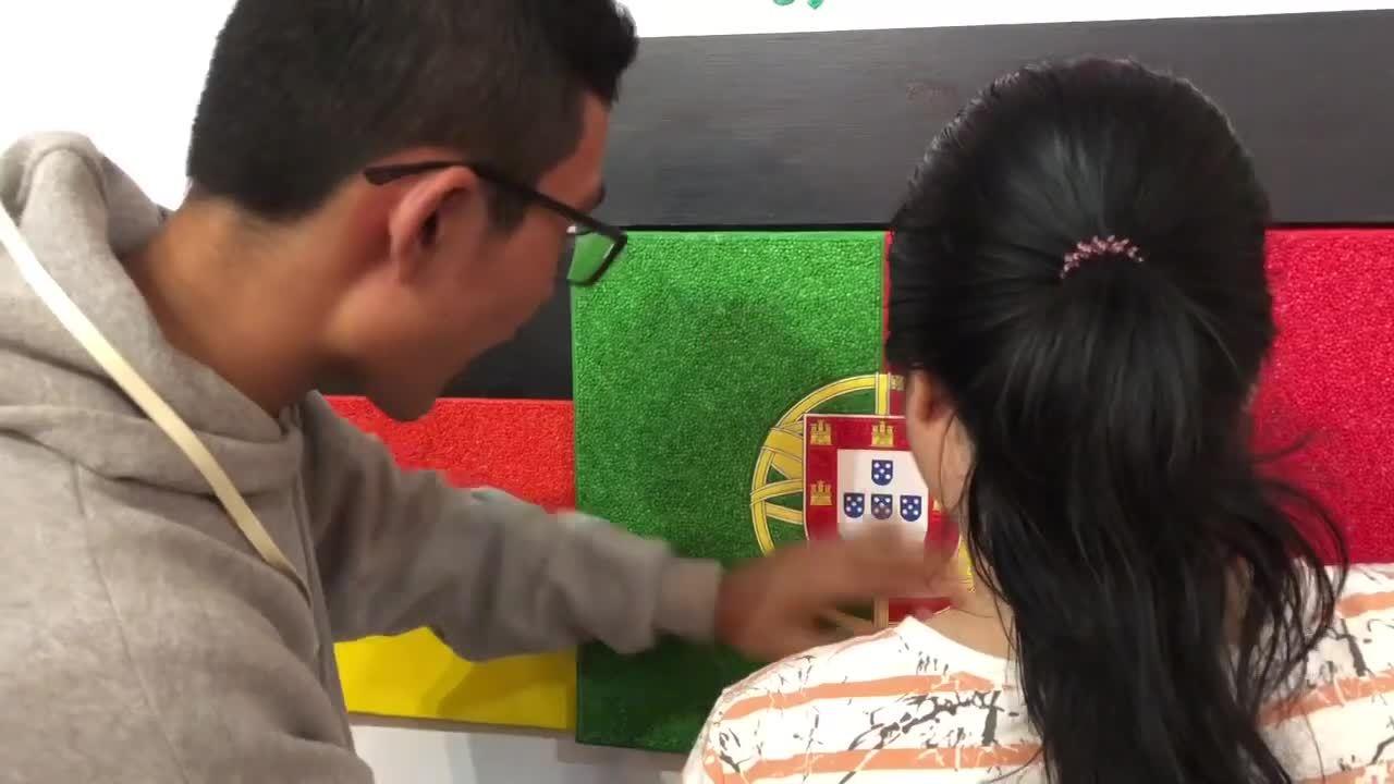 Họa sĩ Nhật triển lãm tranh cho người khiếm thị ở TP HCM