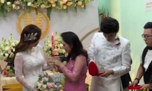 Mẹ chồng trao sính lễ cưới cho diễn viên 'Gạo nếp gạo tẻ'