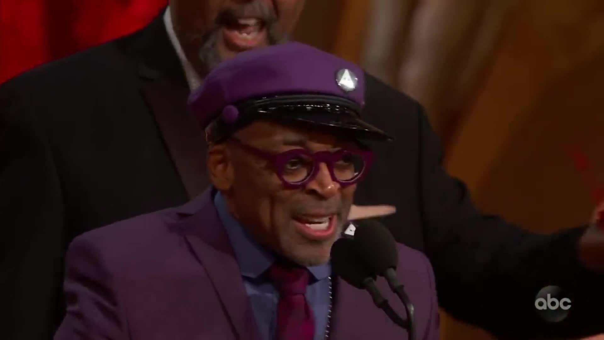 Spike Lee khuấy động Oscar với bài phát biểu nhận giải