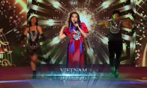 Nhật Hạ hát 'Cô Ba Sài Gòn - Born this way' ở Hoa hậu Chuyển giới Quốc tế.