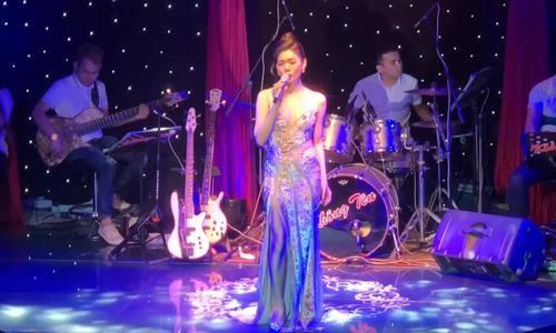 Lệ Quyên hát 'Hẹn hò' (sáng tác: Phạm Duy)