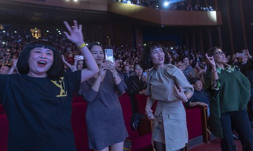 Khán giả nhảy cùng Joy