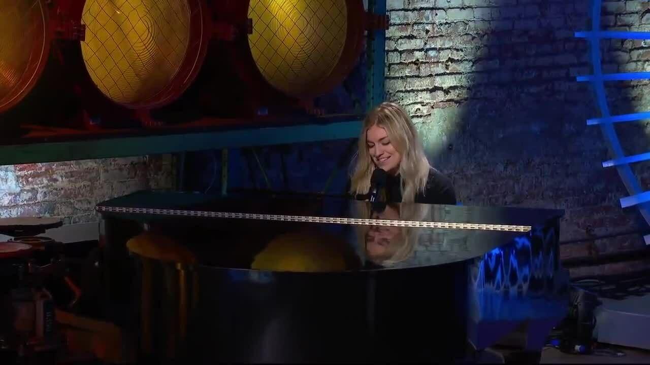 """Ashley Hess trình bày """"Dont Know Why"""" tại American Idol 2019."""