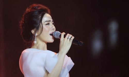 Lijuan sing 'em every spring finger concentration Ru »(composer Trino Cong Son)