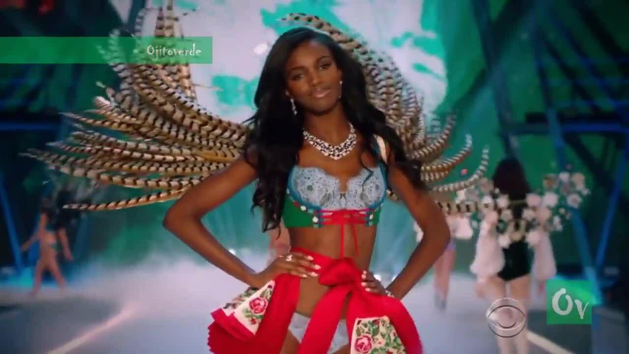 Leomie Anderson ở show Victoria's Secret 2016