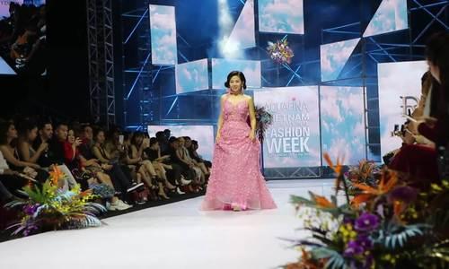 Hoa hậu Phương Nga, Mai Phương cùng trình diễn thời trang