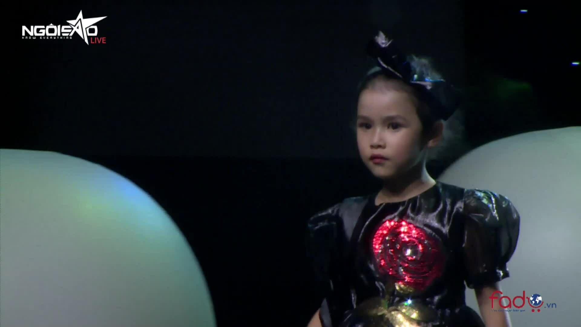 Dàn người mẫu nhí trình diễn tiệc sinh nhật 15 năm Ngoisao.net