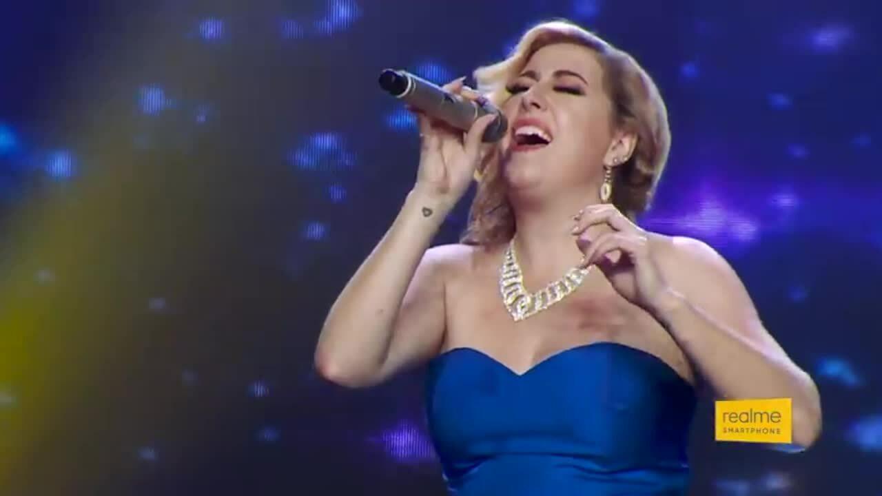 Cô gái Australia hát 'Hương ngọc lan' ở The Voice