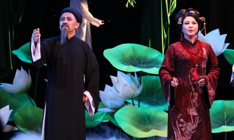 Hàng trăm khán giả TP HCM xúc động xem vở 'Tiên Nga' - VnExpress Giải trí