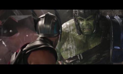 Thor đọ sức Hulk trong Thor: Ragnarok (2017)